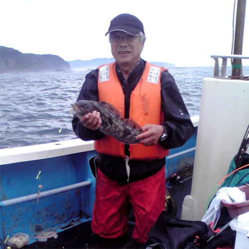 アイナメを釣った釣り人
